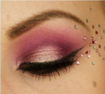 How To Choose And Apply Pink Eyeshadow