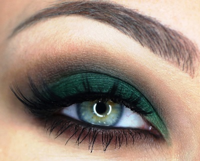 Green emerald smokey eye makeup tutorial recommend to wear in on every day in 2019