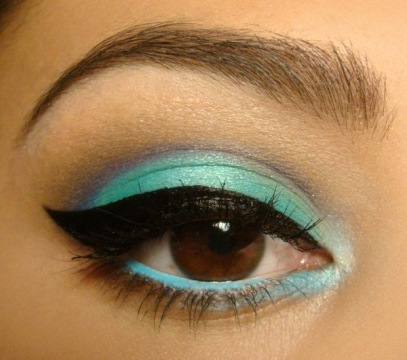 winged eyeliner s