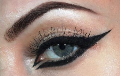 How To Arabic Eyeliner Makeup For Halloween | AmazingMakeups.com