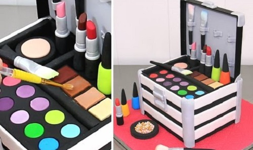 MAKE UP Cosmetics Box Cake